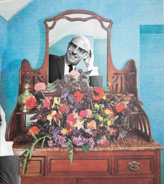 Foucault schaut sich im Spiegel an