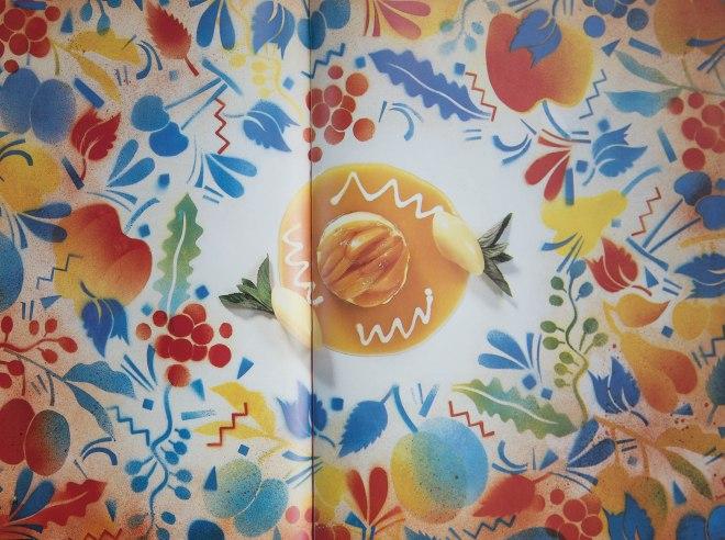 """In den Fachmagazinen der 80er Jahre lässt man der Kreativität freien Lauf. Der Gebrauchsgrafiker Willi Rieser wurde von """"Gourmet""""1987 beauftragt für das Dessert einen entsprechenden """"Rahmen"""" zu entwerfen. Herausgekommen ist eine """"Fata Morgana für Sweeties."""""""