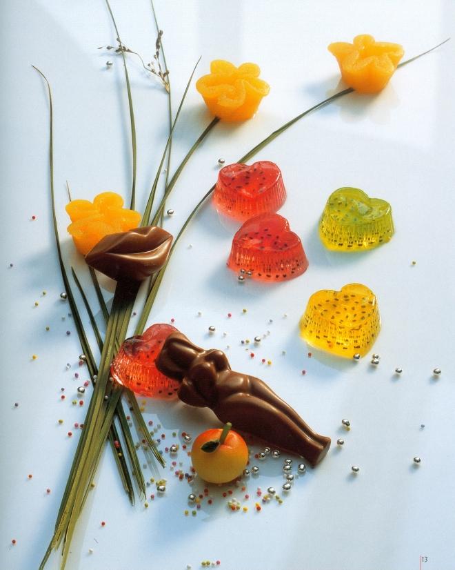 """Ruth Johnsons """"Rezepte der Liebe"""" von 1999 ist ein ganz normales Kochbuch. Nur, das alles in Herzform angerichtet wird."""