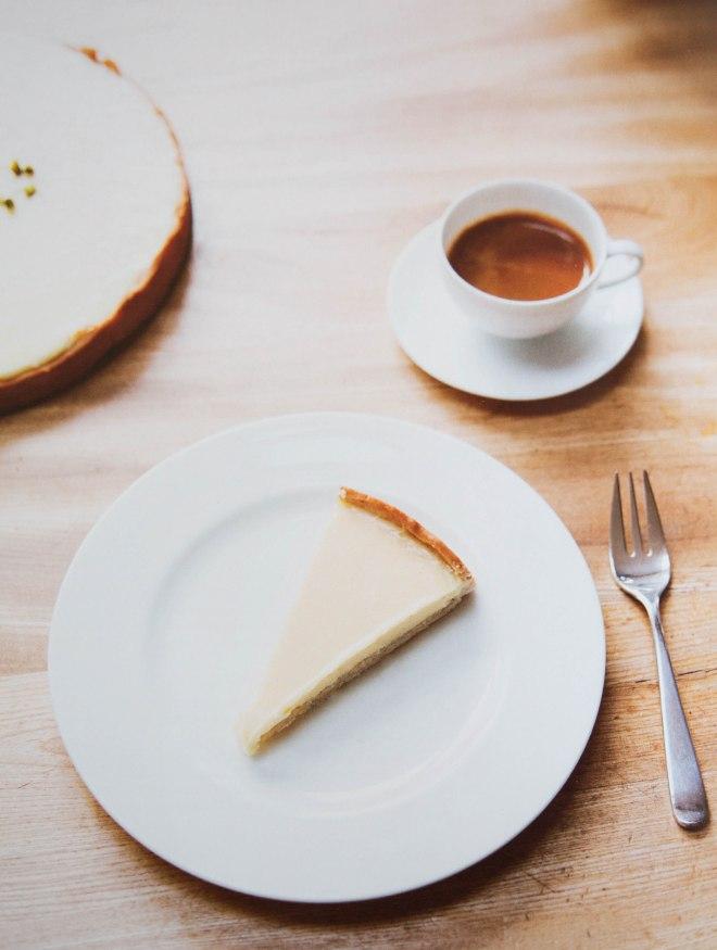 2014: Ein bisschen überbelichtet, der Hintergrund wird leicht unscharf, das Essen steht im Zeichen von Enthaltsamkeit.