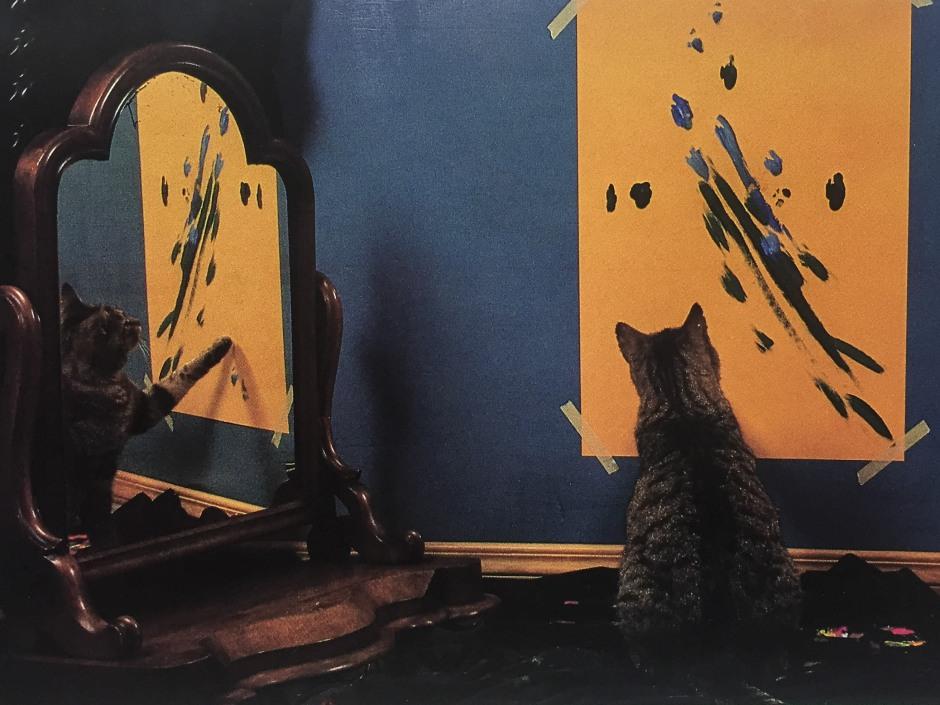 """""""Pepper bei der Arbeit an 'Reflexionen Nr. 54', 1988. Pepper setzt sich in seinen Werken stets in Beziehung zu einem größeren Zusammenhang. Er steht dabei eindeutig in der Tradition des egozentrischen Selbstporträts. An diesem Bild nimmt den Betrachter auf Anhieb die liebevoll ins Detail gehende Darstellung seiner Tigerstreifen gefangen."""""""