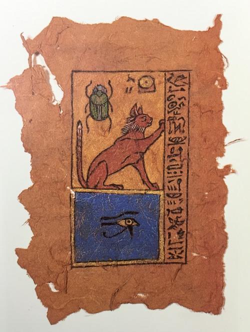 """Bei diesem Papyrus-Blatt soll es sich um die Grabbeigabe der """"Lapislazuli-Katze"""" handeln. Der aufgerichtet Schwanz zeigt an, wie zufrieden das Kätzchen mit ihren bildnerischen Ergüssen ist."""