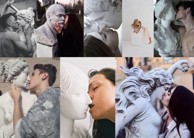 Innige Momente werden inszeniert: küssend mit Skulpturen.