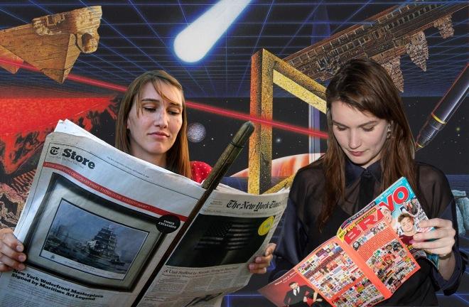Meine Schwester Susann und ich in unsere jeweilige Filterblase vertieft.