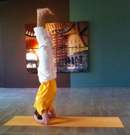 """""""Die Erfahrung der Kunst und des Yoga erweitern unseren Wahrnehmungshorizont. Sie schulen Toleranz und Einfühlungsvermögen und lassen uns gelassener auf die Herausforderungen des Alltags blicken."""" Im Haus am Waldsee in Berlin kann man jeden Mittwoch Yoga praktizieren."""