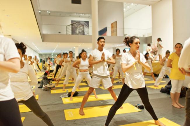 Yoga im New Yorker MomA.